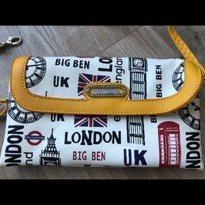 Handbags - 🎁FREE with bundle Brand new! Purse from London ✈️